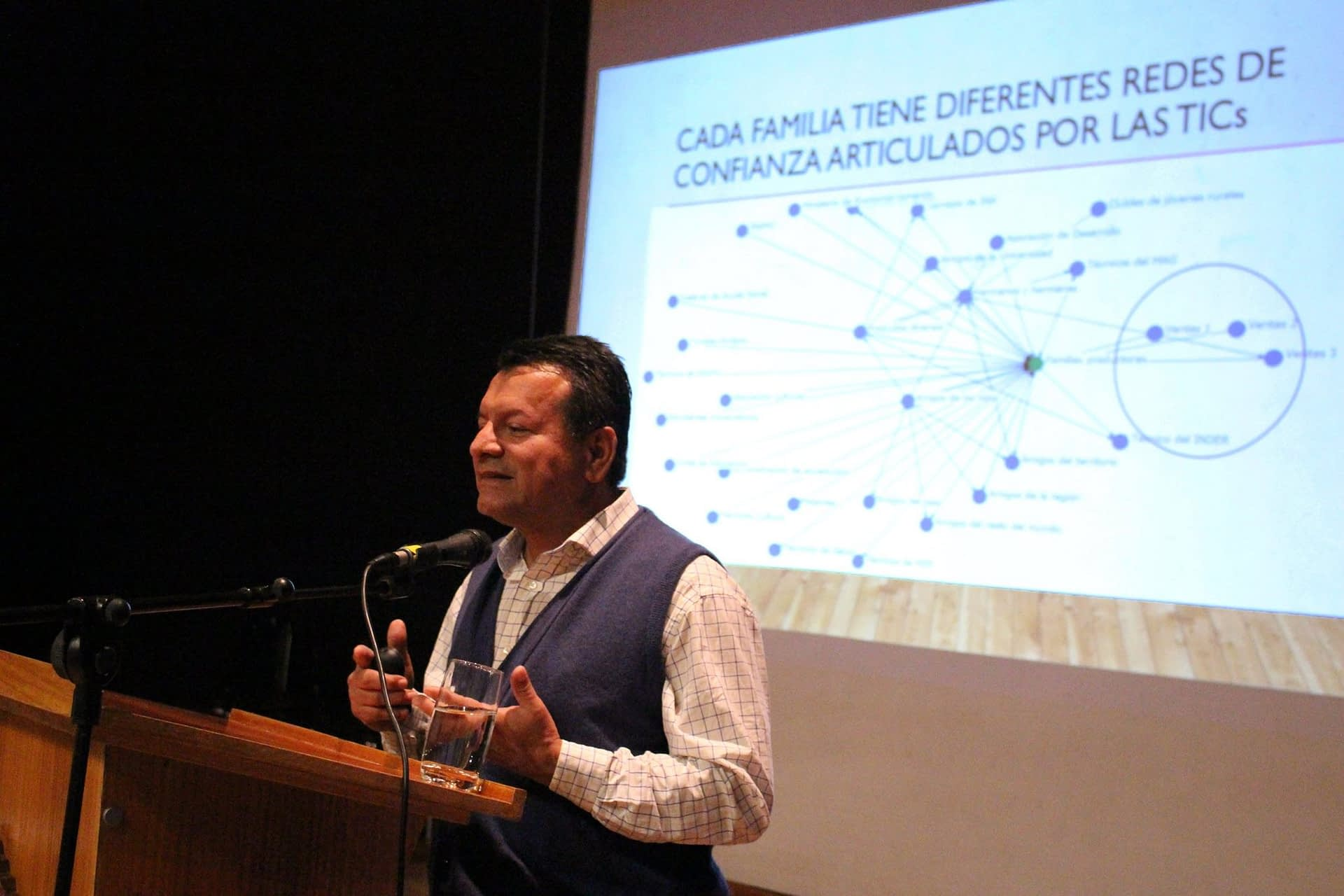Entrevista a Evelio Granados, experto en redes y desarrollo territorial